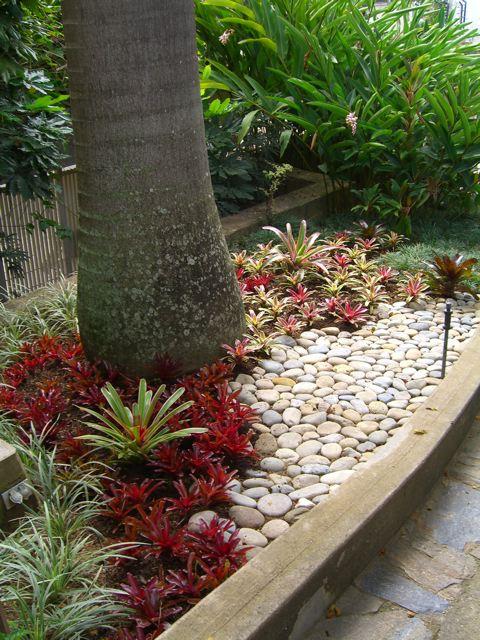 Jardines delanteros y laterales que hemos hecho hay - Jardines y paisajismo fotos ...