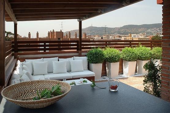 Dise o de terraza 21 metros cuadrados en girona for Diseno techos para terrazas
