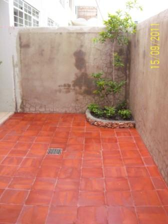 Patio de 7x7 es de tierra pero ma ana lo cubro de for Pisos para patios pequenos