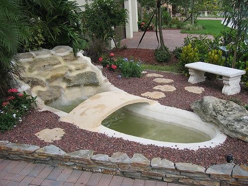 Cascadas y fuentes para el jard n recopilaci n de fotograf as for Fuentes de jardin modernas