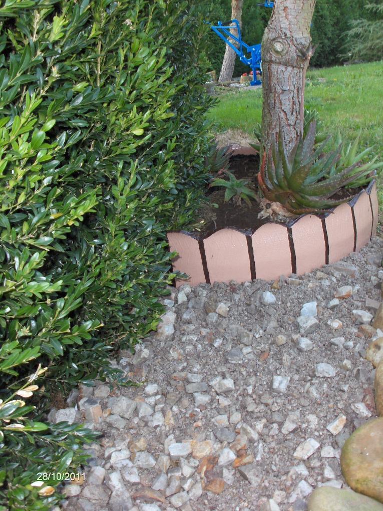 Borduras de jard n para separar las piedras del c sped - Borduras jardin bricomart ...