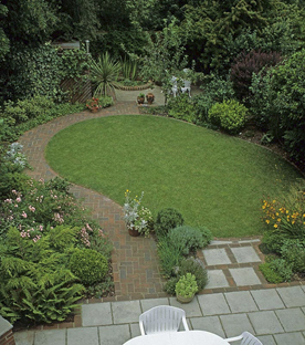 Dise o para integrar terraza y jard n for Jardines pequenos redondos