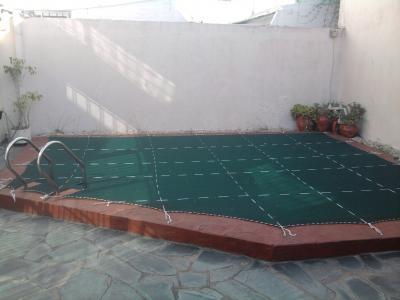Transformar un patio en un jard n ayuda - Jardines pequenos con pileta ...